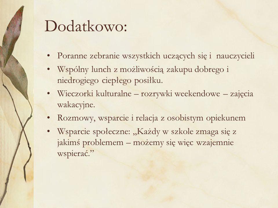 Dodatkowo: Poranne zebranie wszystkich uczących się i nauczycieli Wspólny lunch z możliwością zakupu dobrego i niedrogiego ciepłego posiłku. Wieczorki