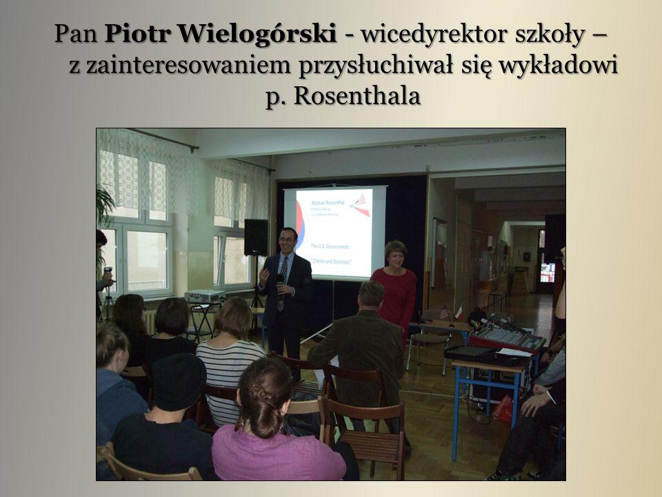 Pan Piotr Wielogórski - wicedyrektor szkoły – z zainteresowaniem przysłuchiwał się wykładowi p. Rosenthala