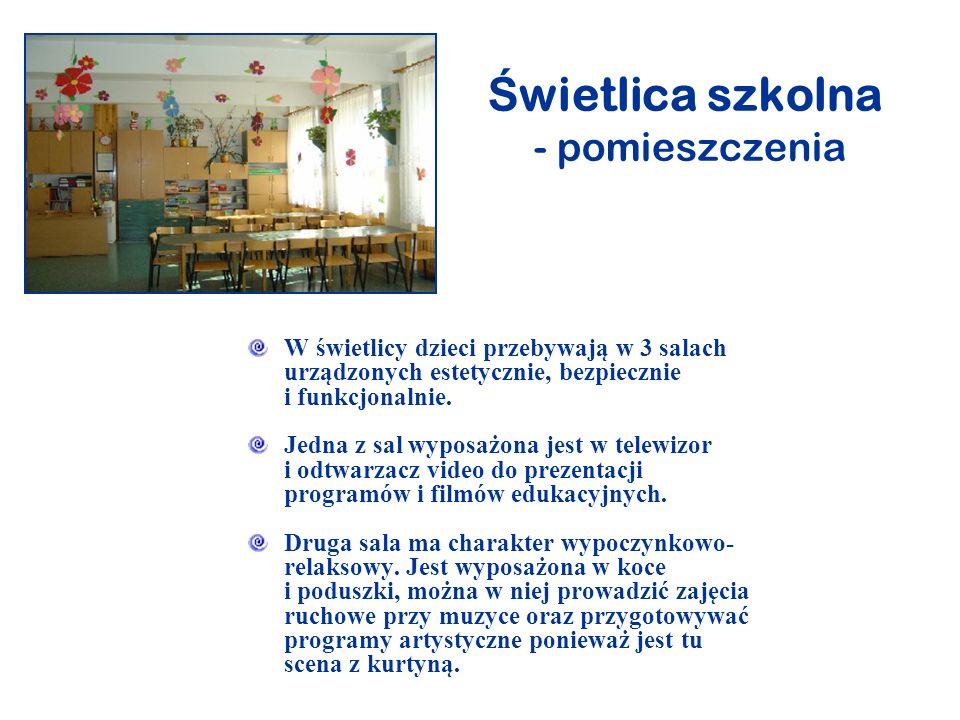 Ś wietlica szkolna - pomieszczenia W świetlicy dzieci przebywają w 3 salach urządzonych estetycznie, bezpiecznie i funkcjonalnie. Jedna z sal wyposażo