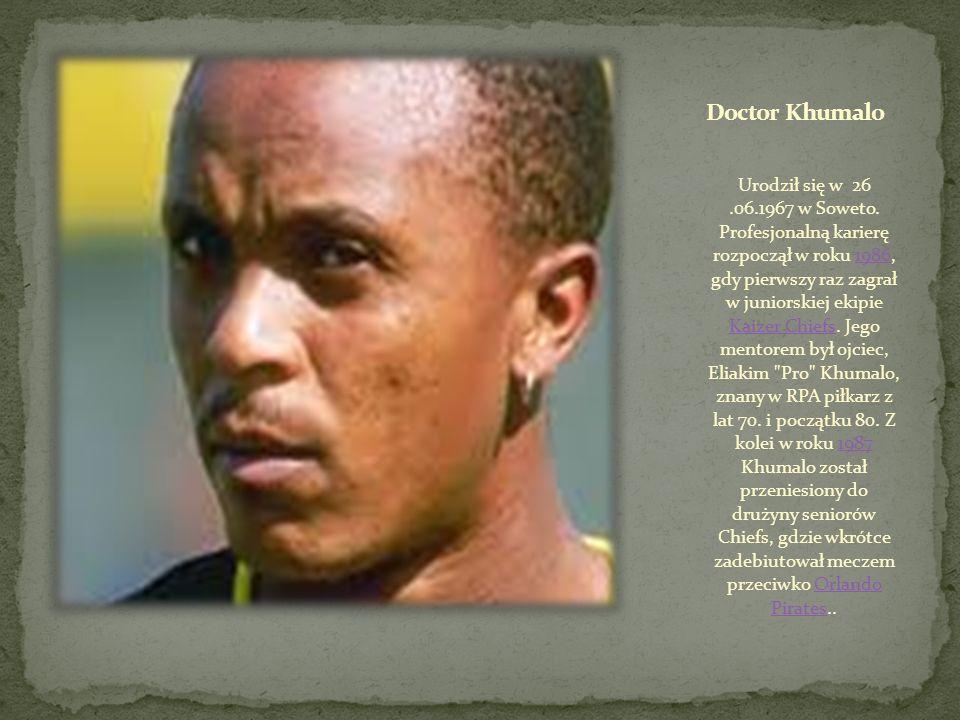 Urodził się w 26.05.1975 w Boksbur. MacDonald Mukansi zawodową karierę rozpoczynał w 1997 roku w Jomo Cosmos. W debiutanckim sezonie rozegrał 29 ligow