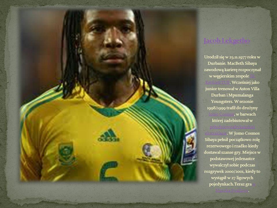Urodził się 07.11.1980 w Daveyton. Jabu Pule zawodową karierę rozpoczynał w 1999 roku w Kaizer Chiefs. Początkowo pełnił tam rolę rezerwowego, a miejs