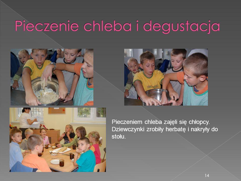 14 Pieczeniem chleba zajęli się chłopcy. Dziewczynki zrobiły herbatę i nakryły do stołu.