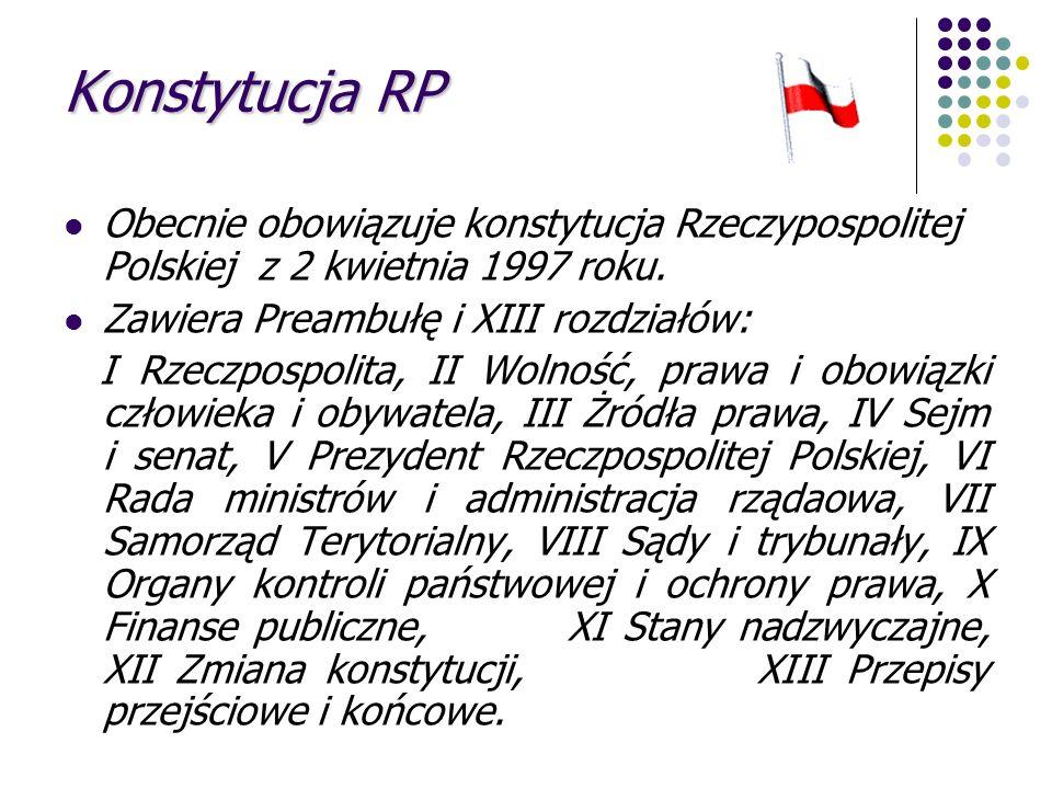 Konstytucja RP Obecnie obowiązuje konstytucja Rzeczypospolitej Polskiej z 2 kwietnia 1997 roku. Zawiera Preambułę i XIII rozdziałów: I Rzeczpospolita,