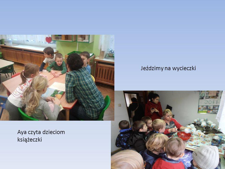 Jeździmy na wycieczki Aya czyta dzieciom książeczki