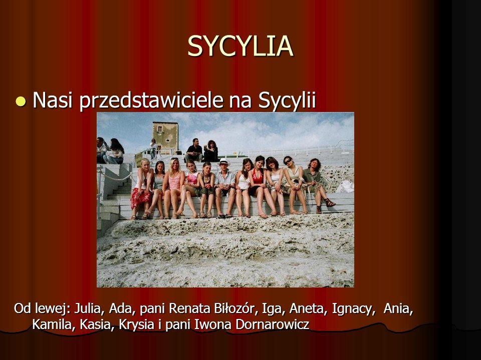 SYCYLIA Nasi przedstawiciele na Sycylii Nasi przedstawiciele na Sycylii Od lewej: Julia, Ada, pani Renata Biłozór, Iga, Aneta, Ignacy, Ania, Kamila, K