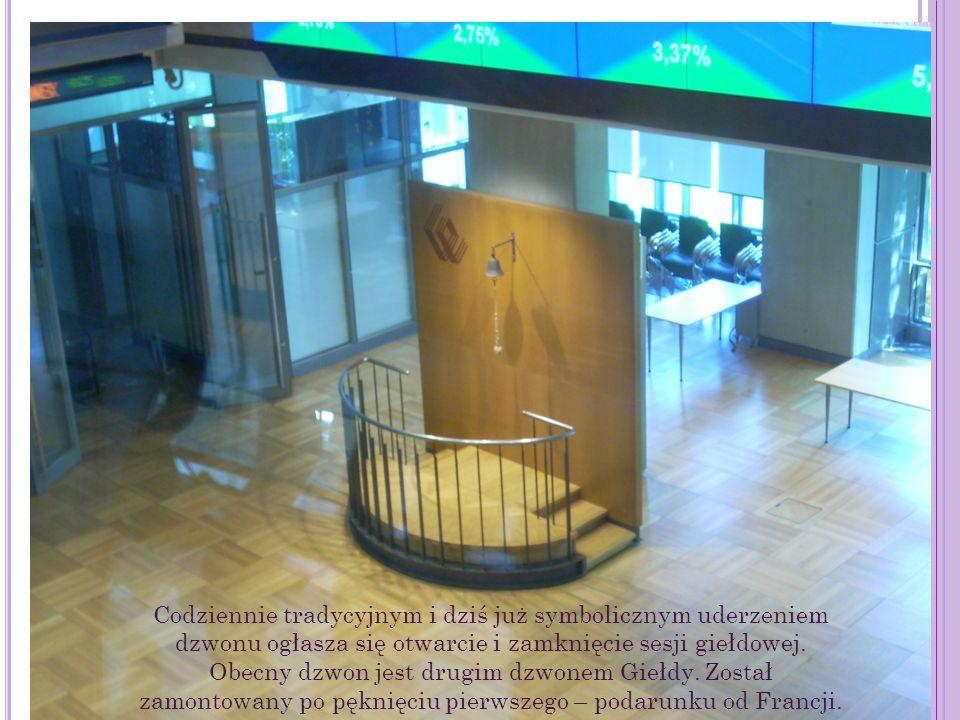 Codziennie tradycyjnym i dziś już symbolicznym uderzeniem dzwonu ogłasza się otwarcie i zamknięcie sesji giełdowej. Obecny dzwon jest drugim dzwonem G