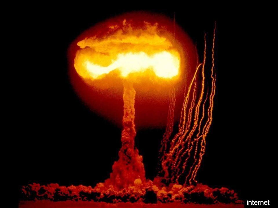 Globalny wpływ na świat: Bomby A czy H (pokój?) Komunikacja globalna (samoloty) Komunikacja globalna (internet, google, komputery, światłowody) Dziura ozonowa (satelity, konferencje => ratunek dla klimatu) Energia (ropa się skończy za 50 -100 lat, co dalej.