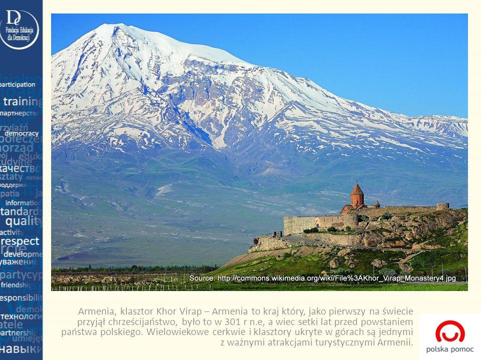 Armenia, klasztor Khor Virap – Armenia to kraj który, jako pierwszy na świecie przyjął chrześcijaństwo, było to w 301 r n.e, a wiec setki lat przed po