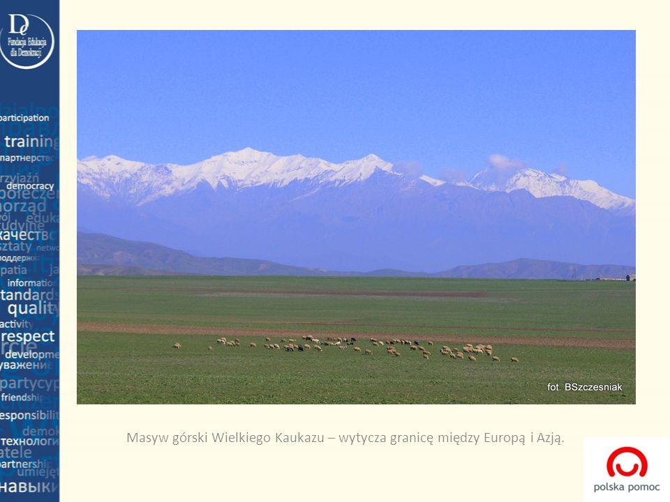 Masyw górski Wielkiego Kaukazu – wytycza granicę między Europą i Azją.