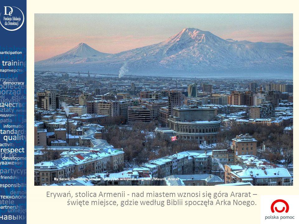 Erywań, stolica Armenii - nad miastem wznosi się góra Ararat – święte miejsce, gdzie według Biblii spoczęła Arka Noego.