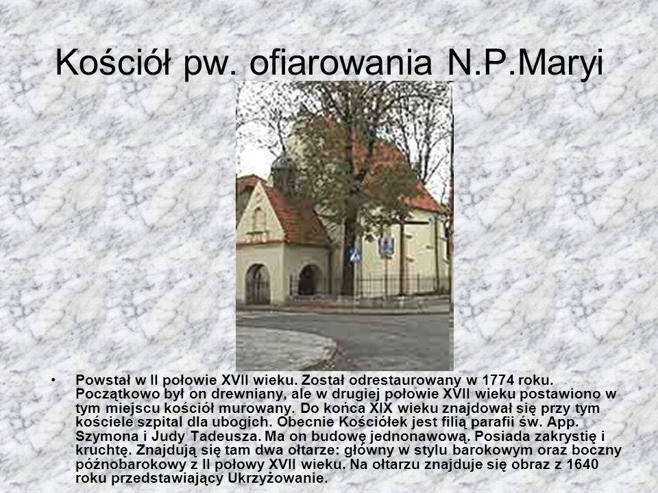 Ratusz Skawiński Opat tyniecki Hieronim Krzyżanowski oddał swój dom stojący na środku rynku na ratusz dla miasta. W czasie konfederacji barskiej w 177