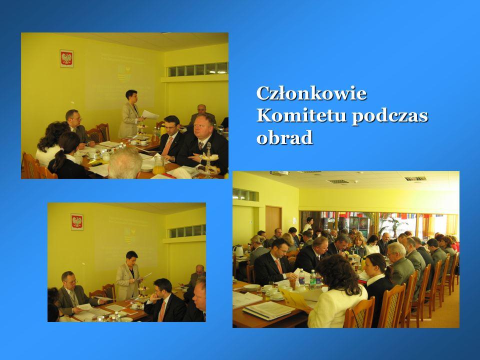 Członkowie Komitetu podczas obrad