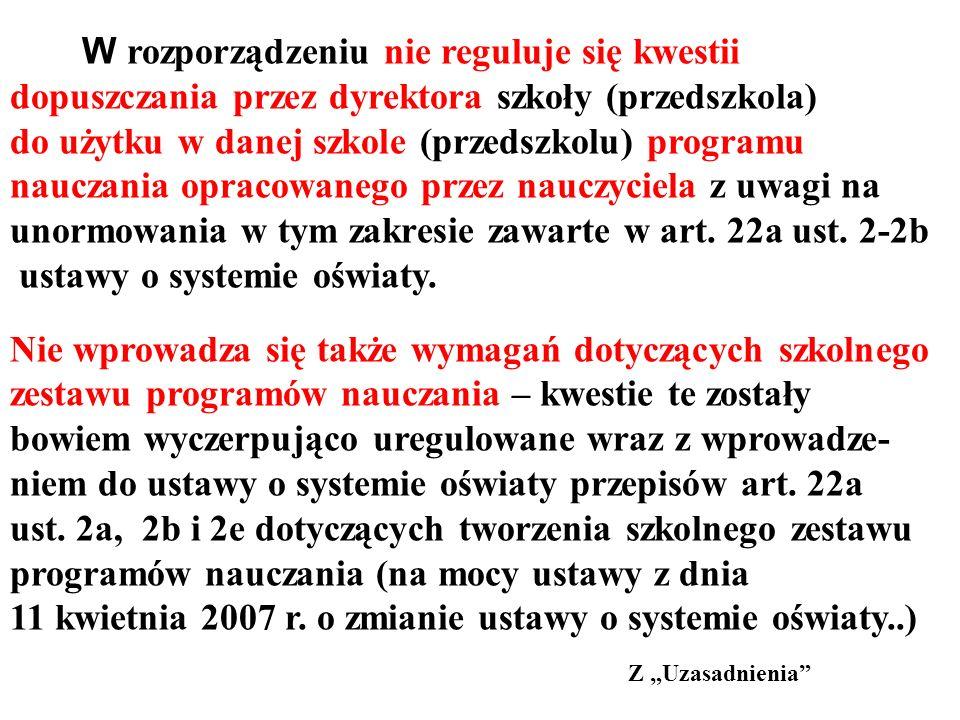 W rozporządzeniu nie reguluje się kwestii dopuszczania przez dyrektora szkoły (przedszkola) do użytku w danej szkole (przedszkolu) programu nauczania