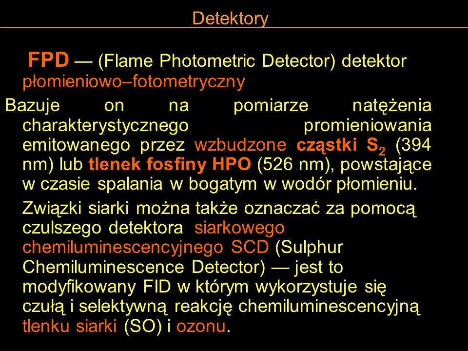 Detektory FPD (Flame Photometric Detector) detektor płomieniowo–fotometryczny Bazuje on na pomiarze natężenia charakterystycznego promieniowania emito