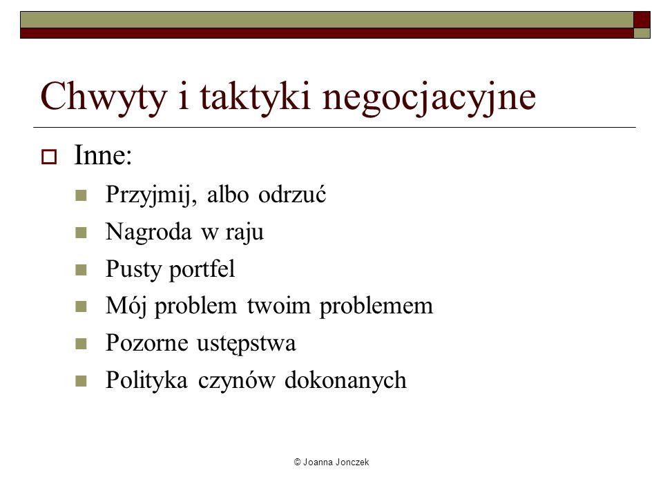 © Joanna Jonczek Chwyty i taktyki negocjacyjne Inne: Przyjmij, albo odrzuć Nagroda w raju Pusty portfel Mój problem twoim problemem Pozorne ustępstwa