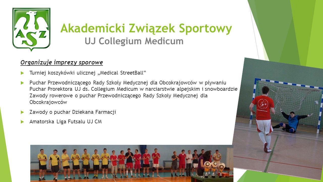 Organizuje imprezy sporowe Turniej koszykówki ulicznej Medical StreetBall Puchar Przewodniczącego Rady Szkoły Medycznej dla Obcokrajowców w pływaniu P