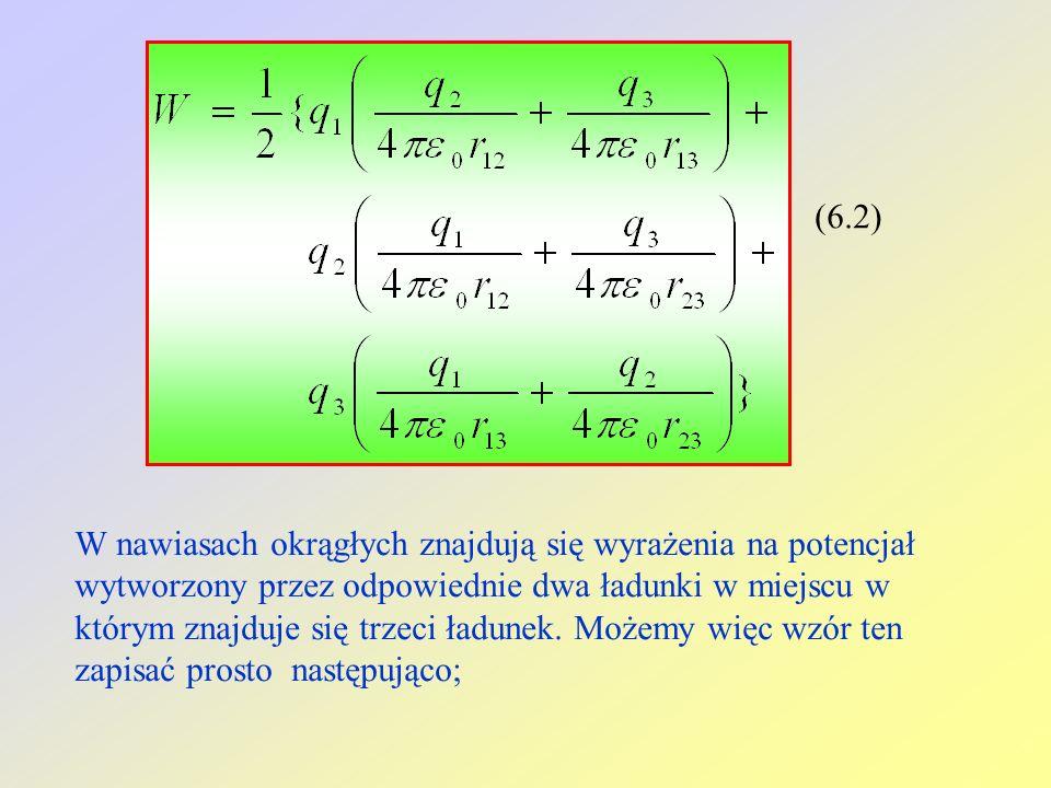(6.2) W nawiasach okrągłych znajdują się wyrażenia na potencjał wytworzony przez odpowiednie dwa ładunki w miejscu w którym znajduje się trzeci ładune