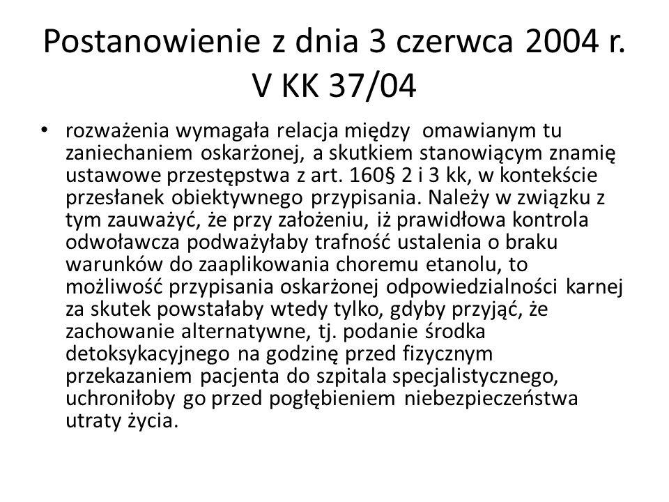Postanowienie z dnia 3 czerwca 2004 r. V KK 37/04 rozważenia wymagała relacja między omawianym tu zaniechaniem oskarżonej, a skutkiem stanowiącym znam