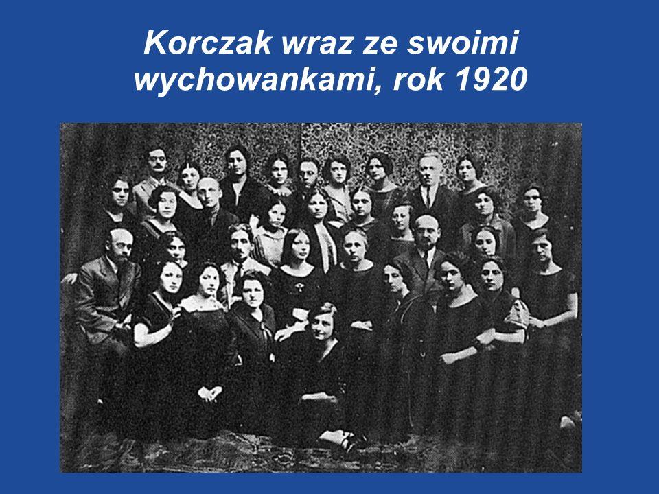 Korczak wraz ze swoimi wychowankami, rok 1920