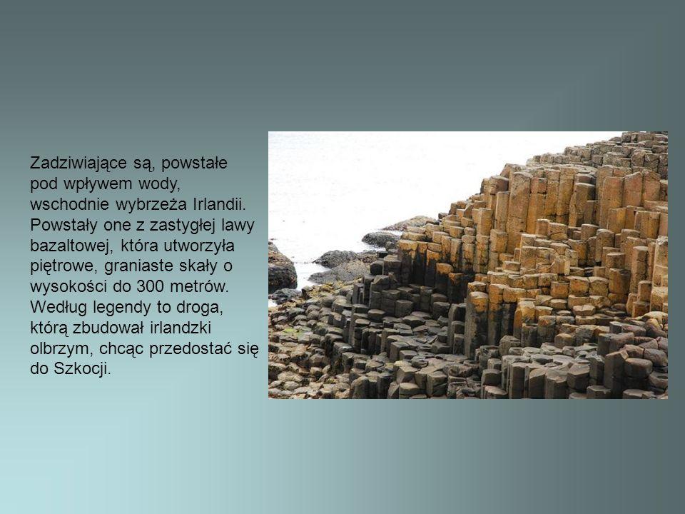 Zadziwiające są, powstałe pod wpływem wody, wschodnie wybrzeża Irlandii. Powstały one z zastygłej lawy bazaltowej, która utworzyła piętrowe, graniaste