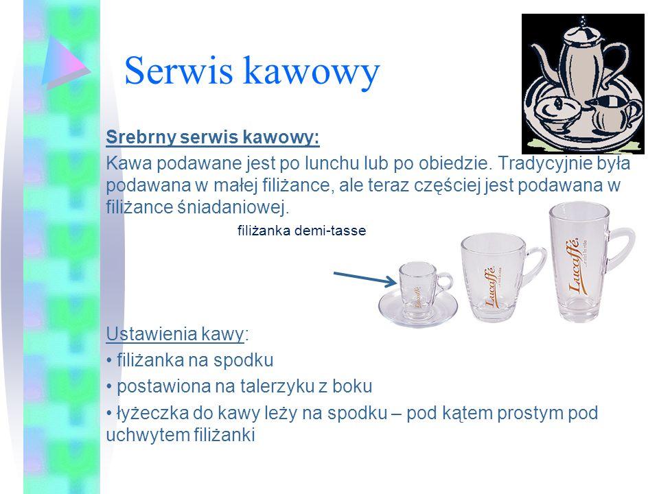 Serwis kawowy Srebrny serwis kawowy: Kawa podawane jest po lunchu lub po obiedzie. Tradycyjnie była podawana w małej filiżance, ale teraz częściej jes