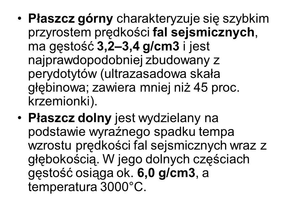 Płaszcz górny charakteryzuje się szybkim przyrostem prędkości fal sejsmicznych, ma gęstość 3,2–3,4 g/cm3 i jest najprawdopodobniej zbudowany z perydot