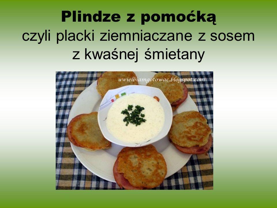 Plindze z pomoćką czyli placki ziemniaczane z sosem z kwaśnej śmietany