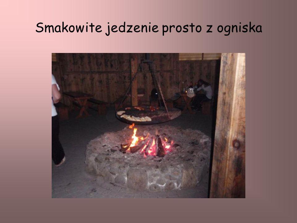 Smakowite jedzenie prosto z ogniska