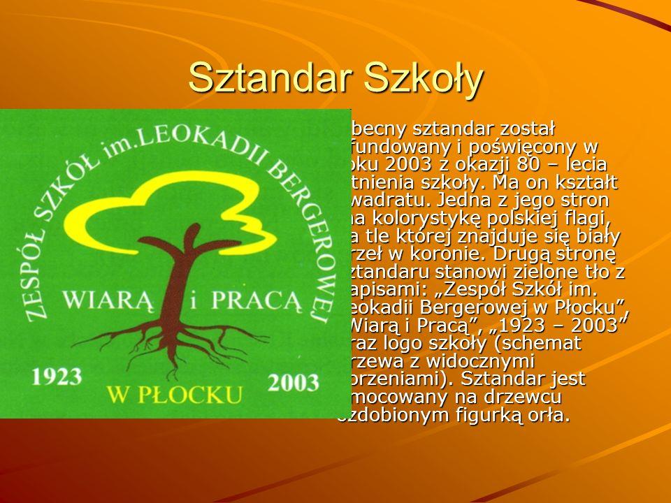 Sztandar Szkoły Obecny sztandar został ufundowany i poświęcony w roku 2003 z okazji 80 – lecia istnienia szkoły. Ma on kształt kwadratu. Jedna z jego