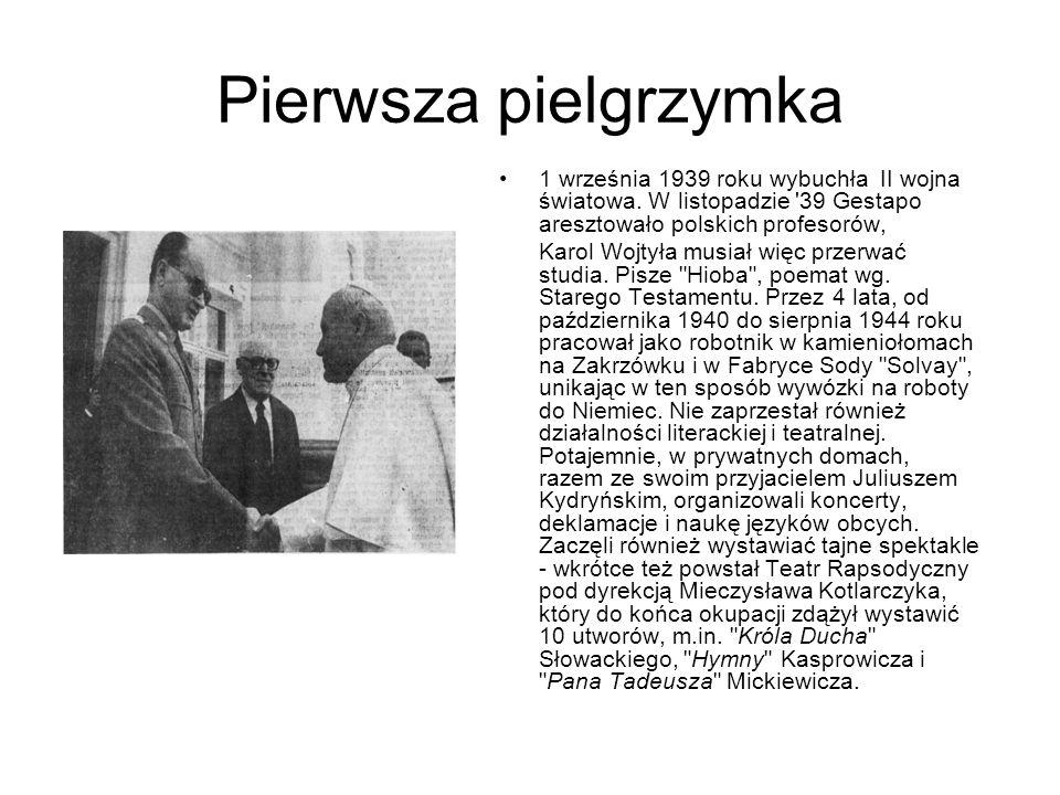 Pierwsza pielgrzymka 1 września 1939 roku wybuchła II wojna światowa. W listopadzie '39 Gestapo aresztowało polskich profesorów, Karol Wojtyła musiał