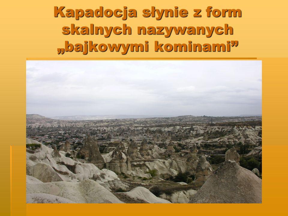 Kapadocja słynie z form skalnych nazywanych bajkowymi kominami