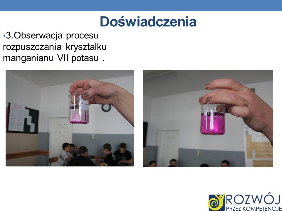 Doświadczenia 3.Obserwacja procesu rozpuszczania kryształku manganianu VII potasu.