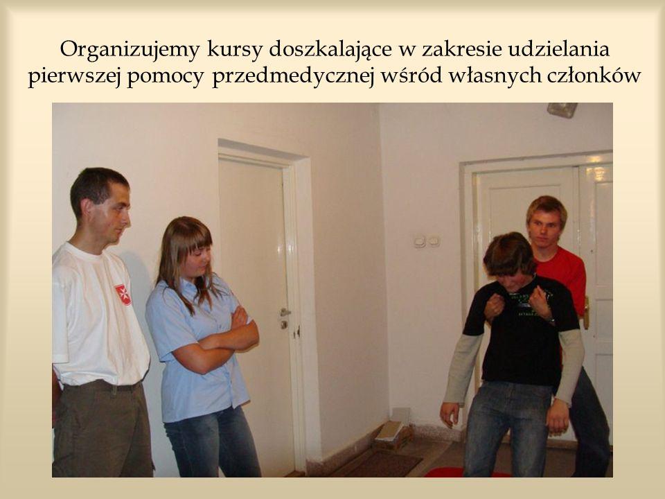 Organizujemy kursy doszkalające w zakresie udzielania pierwszej pomocy przedmedycznej wśród własnych członków