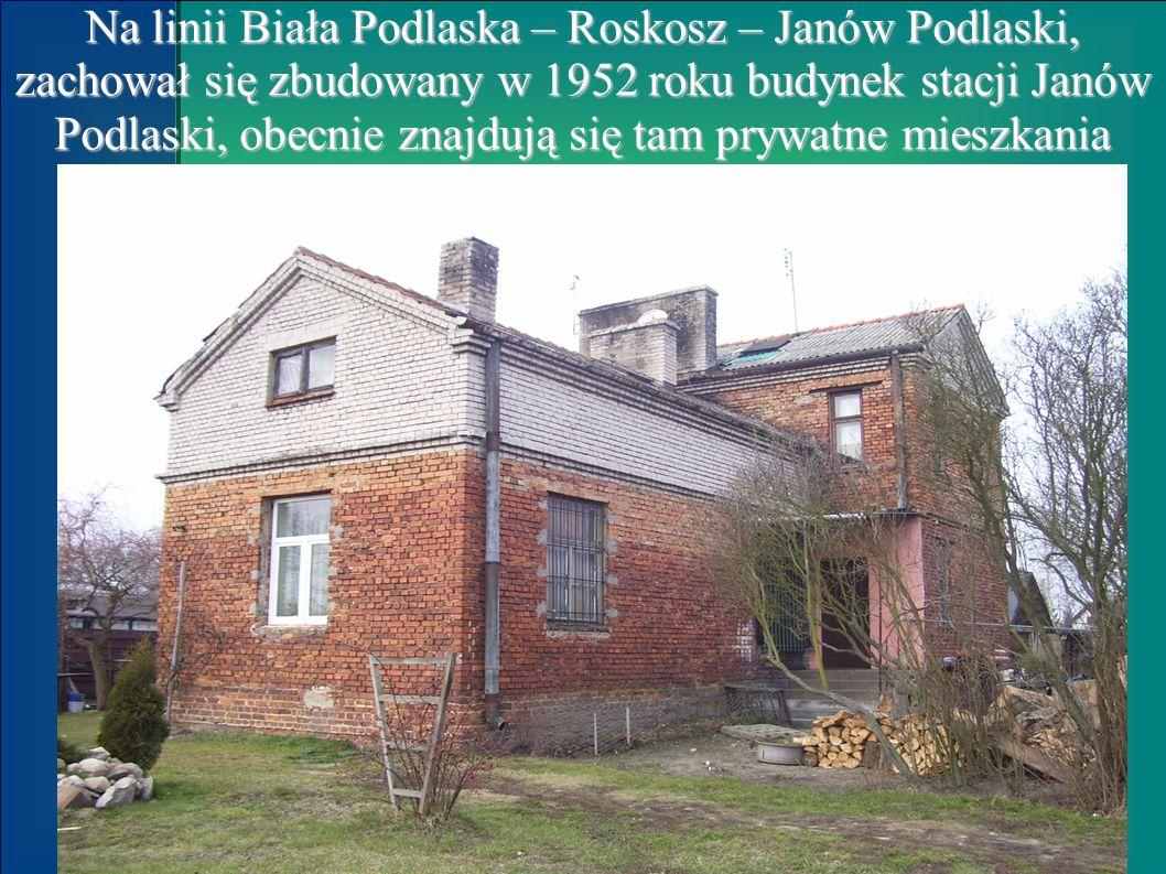 Na linii Biała Podlaska – Roskosz – Janów Podlaski, zachował się zbudowany w 1952 roku budynek stacji Janów Podlaski, obecnie znajdują się tam prywatn
