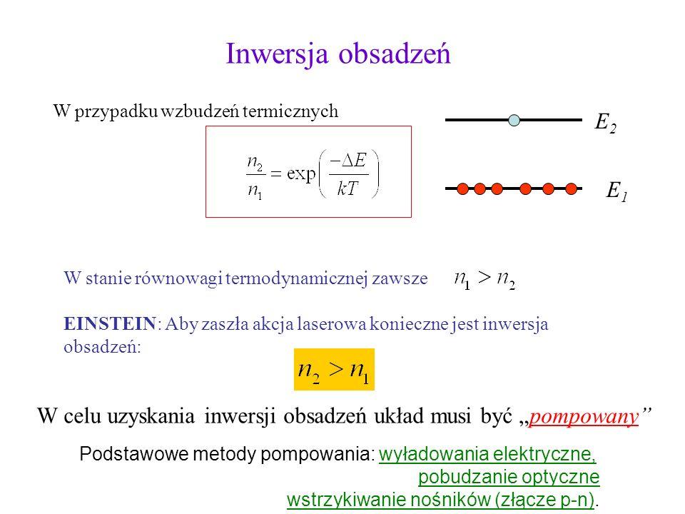 E1E1 E2E2 n 1 - ilość elektronów na poziomie E 1 n 2 - ilość elektronów na poziomie E 2 Z równania Boltzmana Przykład: T=3000 K E 2 -E 1 =2.0 eV