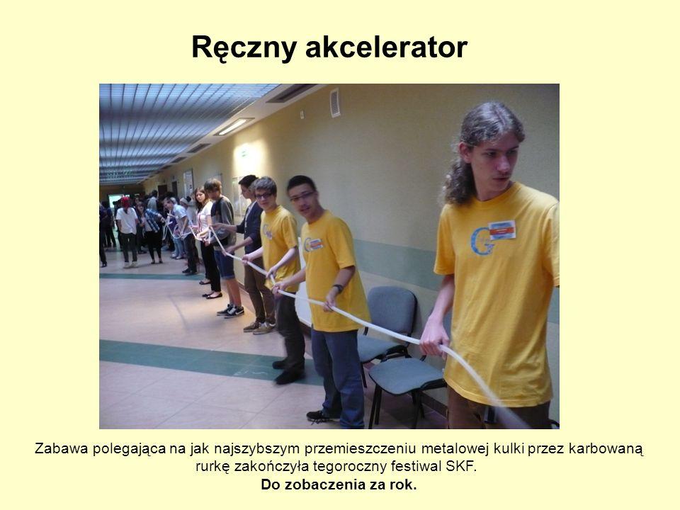 Ręczny akcelerator Zabawa polegająca na jak najszybszym przemieszczeniu metalowej kulki przez karbowaną rurkę zakończyła tegoroczny festiwal SKF. Do z