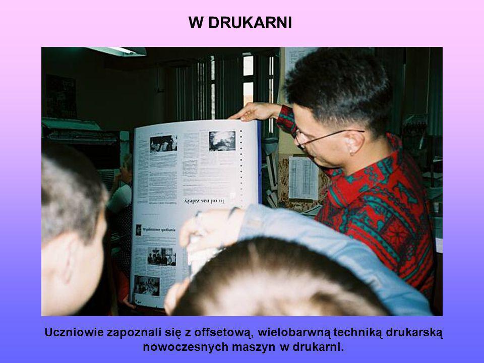 W DRUKARNI Uczniowie zapoznali się z offsetową, wielobarwną techniką drukarską nowoczesnych maszyn w drukarni.