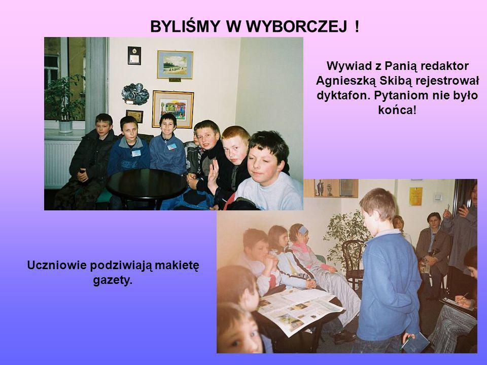 Uczniowie podziwiają makietę gazety. Wywiad z Panią redaktor Agnieszką Skibą rejestrował dyktafon. Pytaniom nie było końca! BYLIŚMY W WYBORCZEJ !