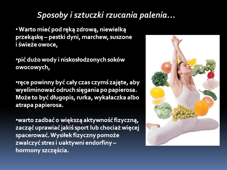 Warto mieć pod ręką zdrową, niewielką przekąskę – pestki dyni, marchew, suszone i świeże owoce, pić dużo wody i niskosłodzonych soków owocowych, ręce