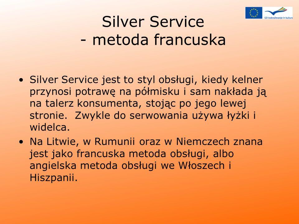 Silver Service - metoda francuska Silver Service jest to styl obsługi, kiedy kelner przynosi potrawę na półmisku i sam nakłada ją na talerz konsumenta