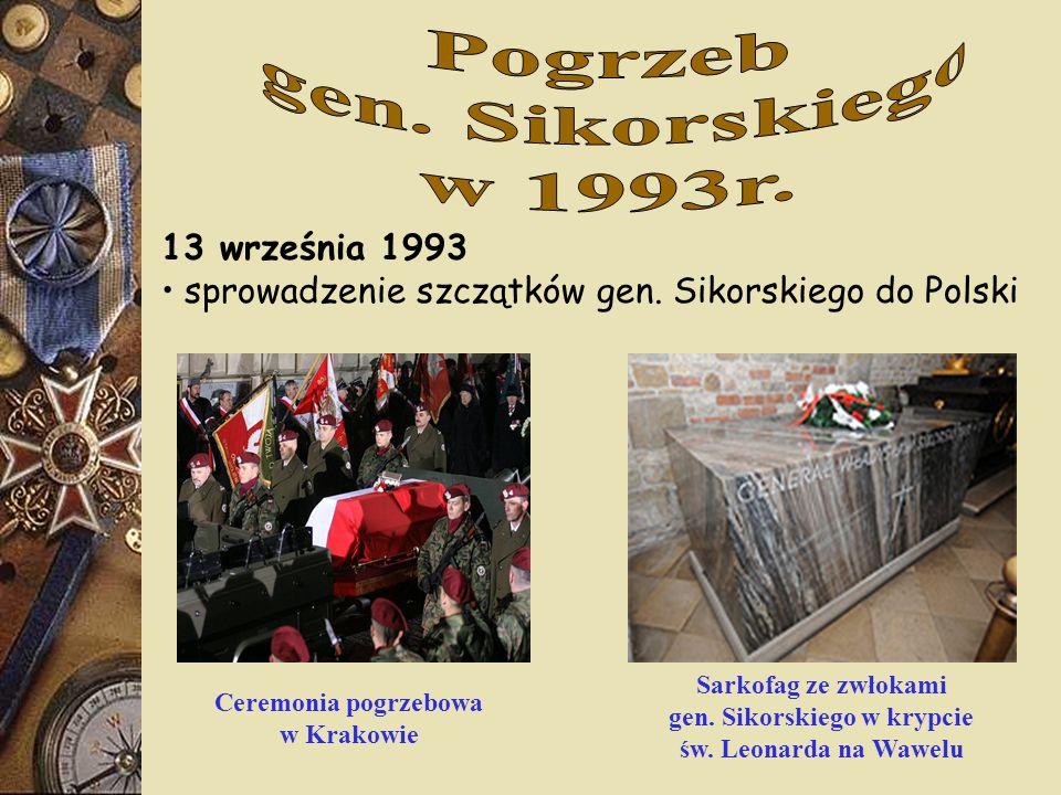 Sarkofag ze zwłokami gen. Sikorskiego w krypcie św. Leonarda na Wawelu Ceremonia pogrzebowa w Krakowie 13 września 1993 sprowadzenie szczątków gen. Si