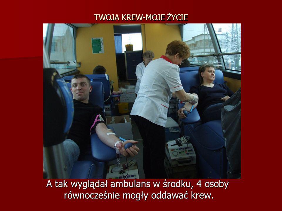 TWOJA KREW-MOJE ŻYCIE A tak wyglądał ambulans w środku, 4 osoby A tak wyglądał ambulans w środku, 4 osoby równocześnie mogły oddawać krew. równocześni