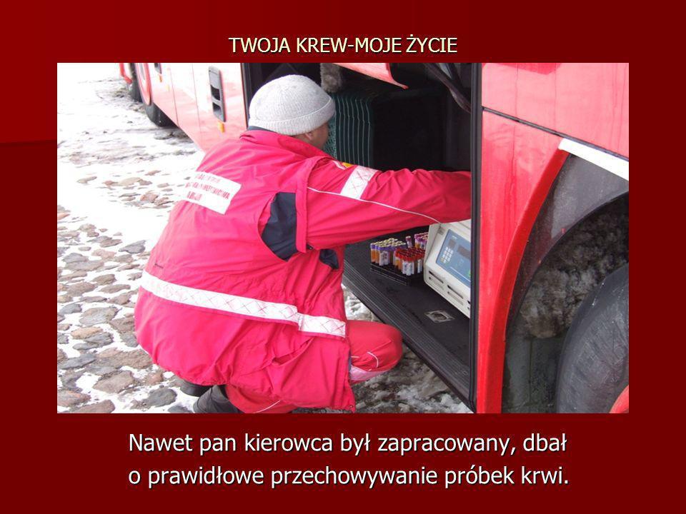 TWOJA KREW-MOJE ŻYCIE Nawet pan kierowca był zapracowany, dbał Nawet pan kierowca był zapracowany, dbał o prawidłowe przechowywanie próbek krwi. o pra