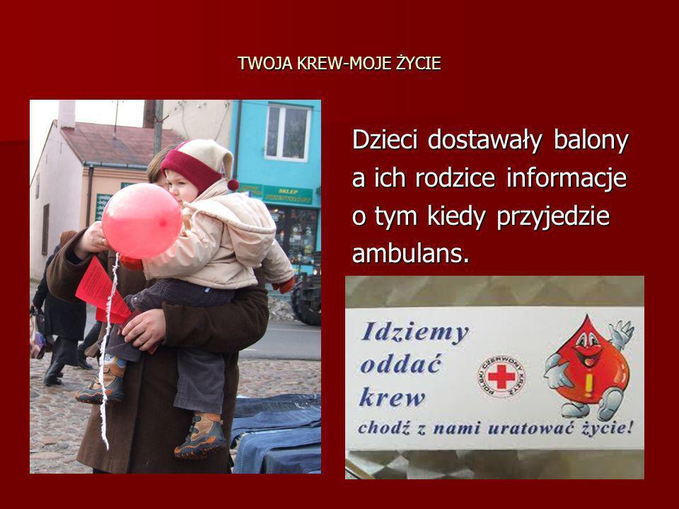 TWOJA KREW-MOJE ŻYCIE Dzieci dostawały balony a ich rodzice informacje o tym kiedy przyjedzie ambulans.