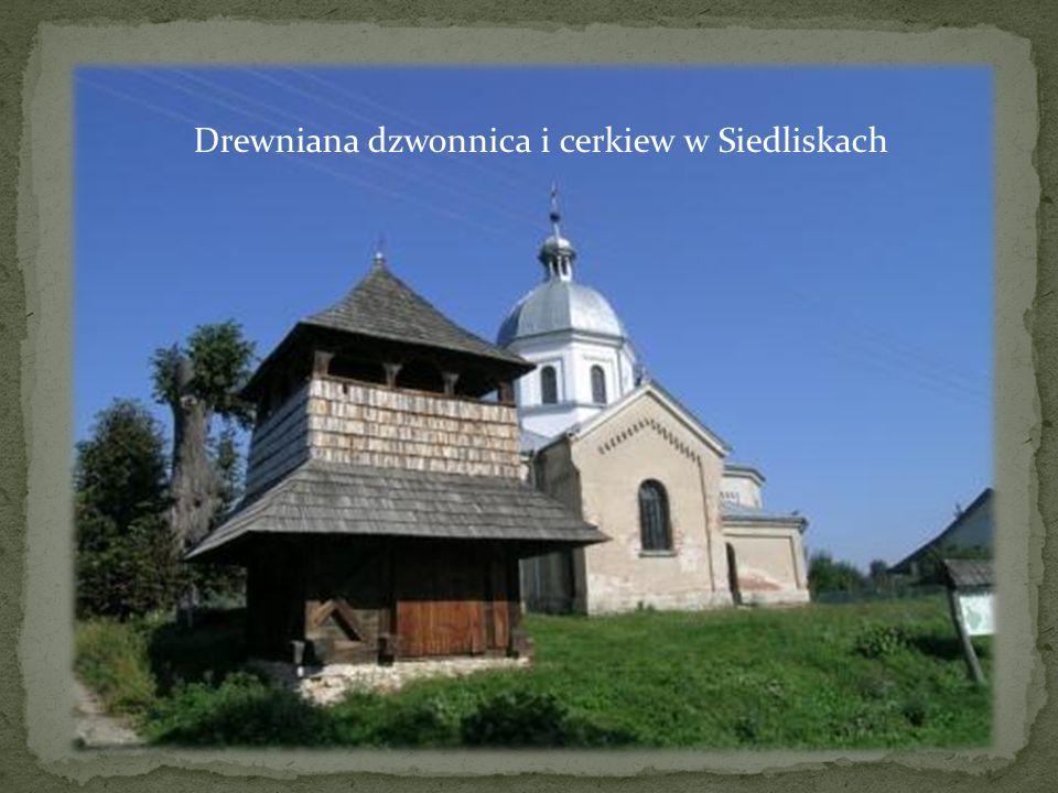 Drewniana dzwonnica i cerkiew w Siedliskach