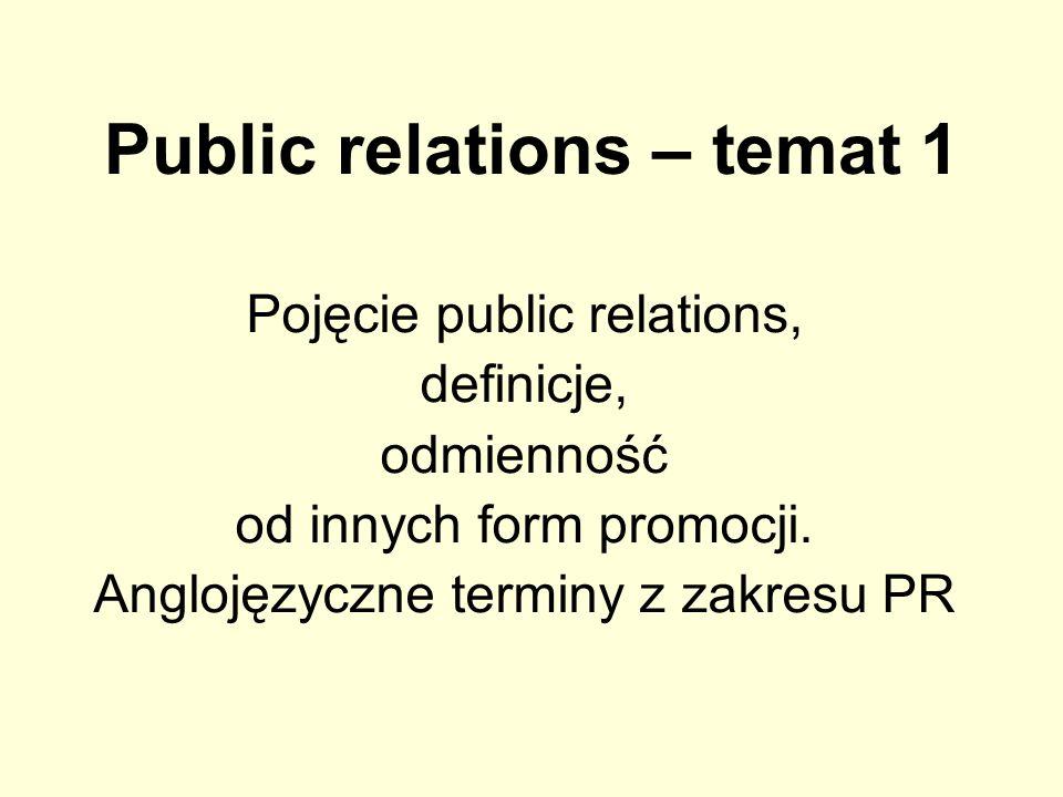 Public Relations a dziennikarstwo Działanie w interesie konkretnej organizacji (choć nie powinno się kłócić z interesem publicznym, dobrem społecznym) Działanie w interesie opinii publicznej (aby była dobrze poinformowana); czasem może się to kłócić z interesem określonej organizacji Działania adresowane do kręgu odbiorców bardziej zróżnicowanego (pracownicy, obecni i przyszli klienci, kontrahenci, inwestorzy, środowisko i władze lokalne, władze państwowe) niż publiczność danej gazety, radia, TV, Internetu Działania (publikacje stricte dziennikarskie) adresowane do w miarę stabilnego kręgu odbiorców (obecnego, zewnętrznego) – do publiczności mediów Szeroki zakres obowiązków pracownika PR, wykraczający poza zbieranie i przygotowywanie materiałów do publikacji; Przekaźnikiem informacji są nie tylko środki masowego przekazu Podstawowy zakres obowiązków dziennikarza (redaktora) ogranicza się do zbierania i opracowania materiałów na potrzeby publikacji; Kanałem przekazu – media