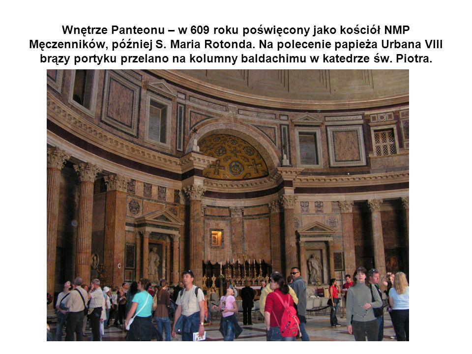 Wnętrze Panteonu – w 609 roku poświęcony jako kościół NMP Męczenników, później S. Maria Rotonda. Na polecenie papieża Urbana VIII brązy portyku przela