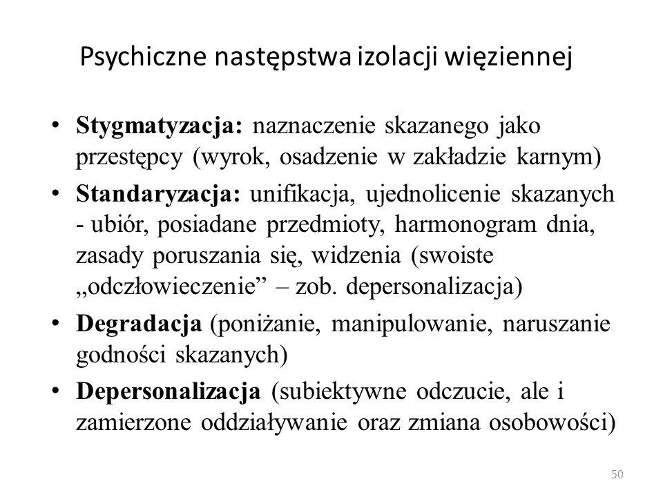 49 Problematyka kary pozbawienia wolności Zasadność kary pozbawienia wolności jako powszechnego sposobu reagowania na przestępstwo jest podważana, bo: -wskazuje się na niemożliwość efektywnego przywracania sprawcy społeczeństwu (resocjalizacji) w izolacji od tego społeczeństwa -przywołuje się negatywny wpływ izolacji penitencjarnej na psychikę człowieka (na zaspokajanie jego potrzeb; stąd podkultura, drugie życie więzienia)