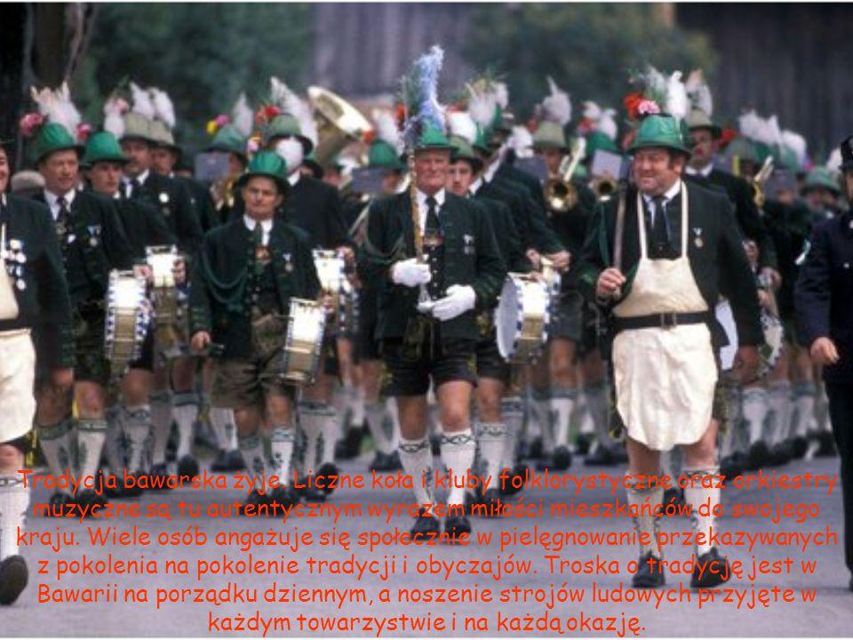 Tradycja bawarska żyje. Liczne koła i kluby folklorystyczne oraz orkiestry muzyczne są tu autentycznym wyrazem miłości mieszkańców do swojego kraju. W