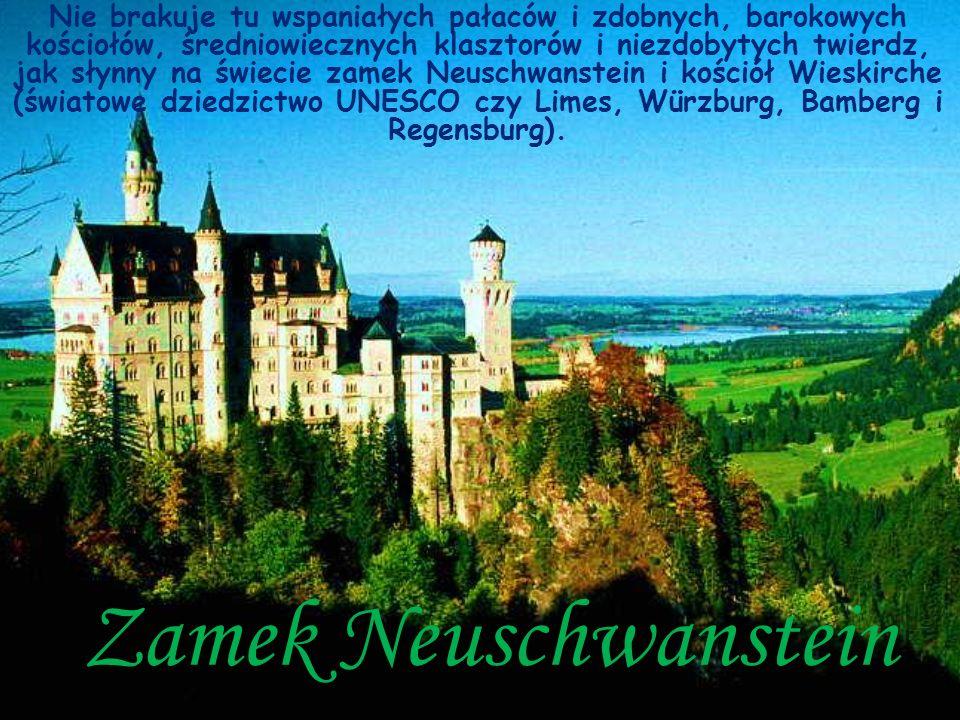 Zamek Neuschwanstein Nie brakuje tu wspaniałych pałaców i zdobnych, barokowych kościołów, średniowiecznych klasztorów i niezdobytych twierdz, jak słyn